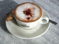 Cappuccino mit Cantuccino